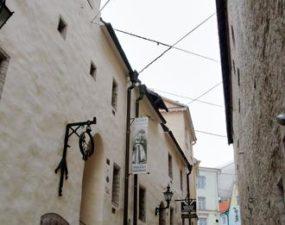 Fotomuuseum keskaegses raevanglas