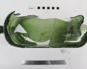Arheoloogiline leid, rohelise klaaspudeli killud